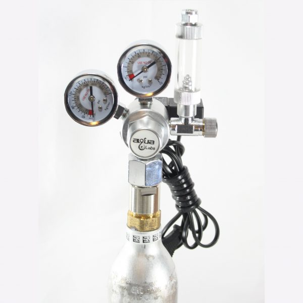 CO2 regulator med flaske, dobbelt manometer og magnetventil